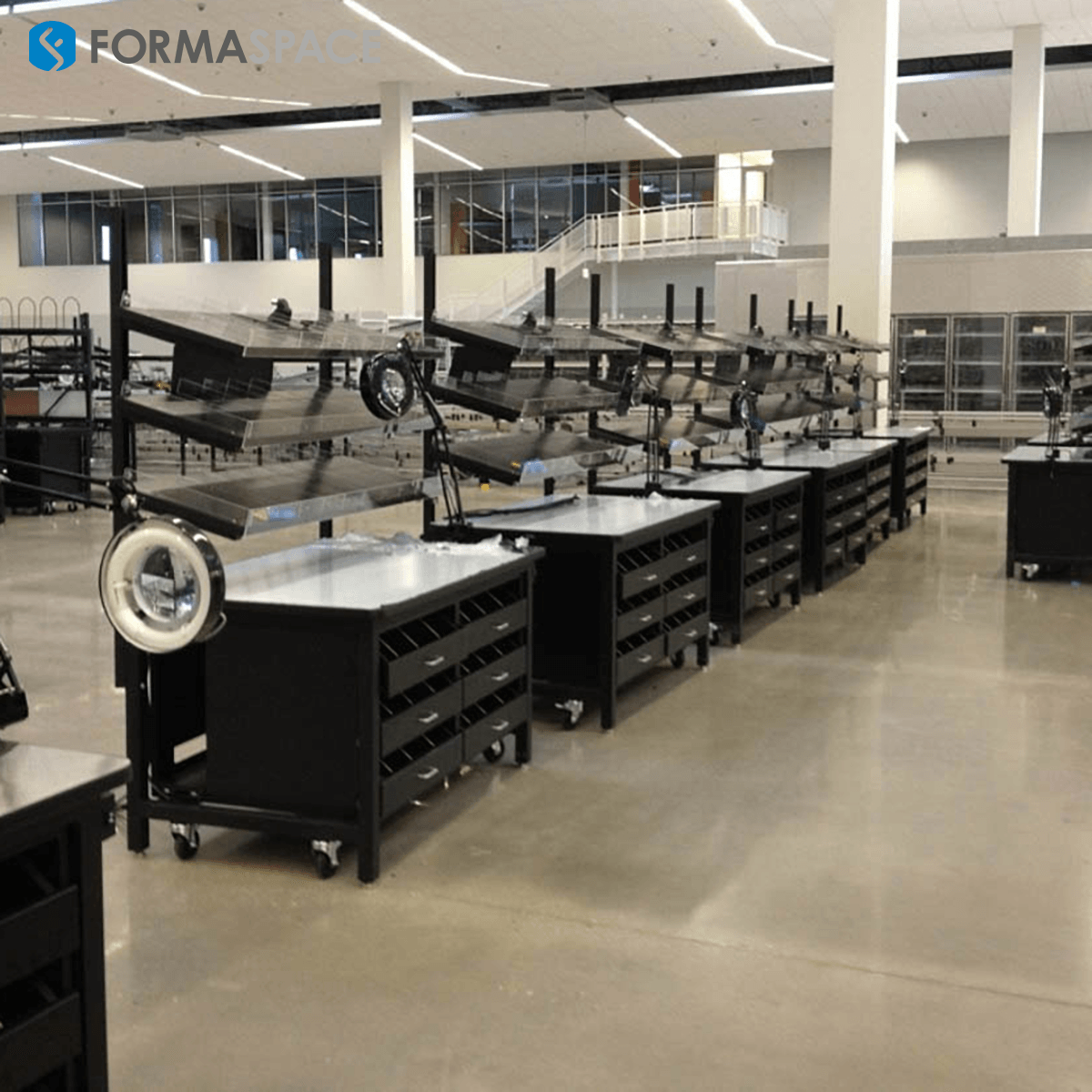 Height Adjustable Distribution Center Workbenches for Multi-Shift Operation